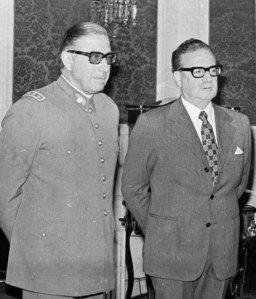 Allende y Pinochet poco antes del golpe de estado en Chile, 1973